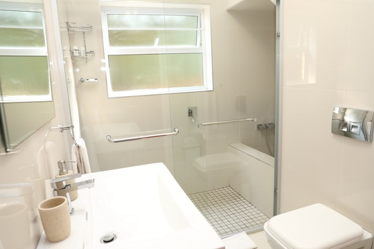 Family Suite - Bathroom with maxi shower and mini bath
